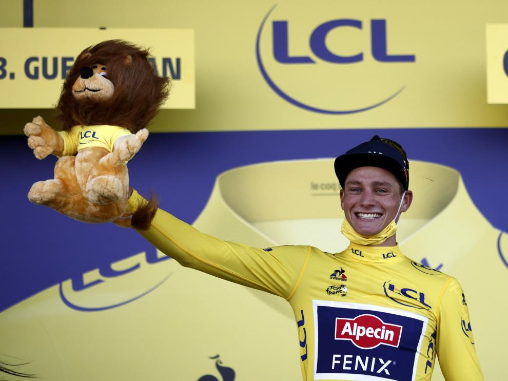 Mathieu Van der Poel en el podio de París