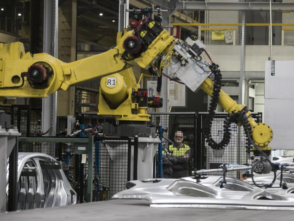 Fabricación de componentes en la planta de Opel España, del grupo Stellantis, en Figueruelas