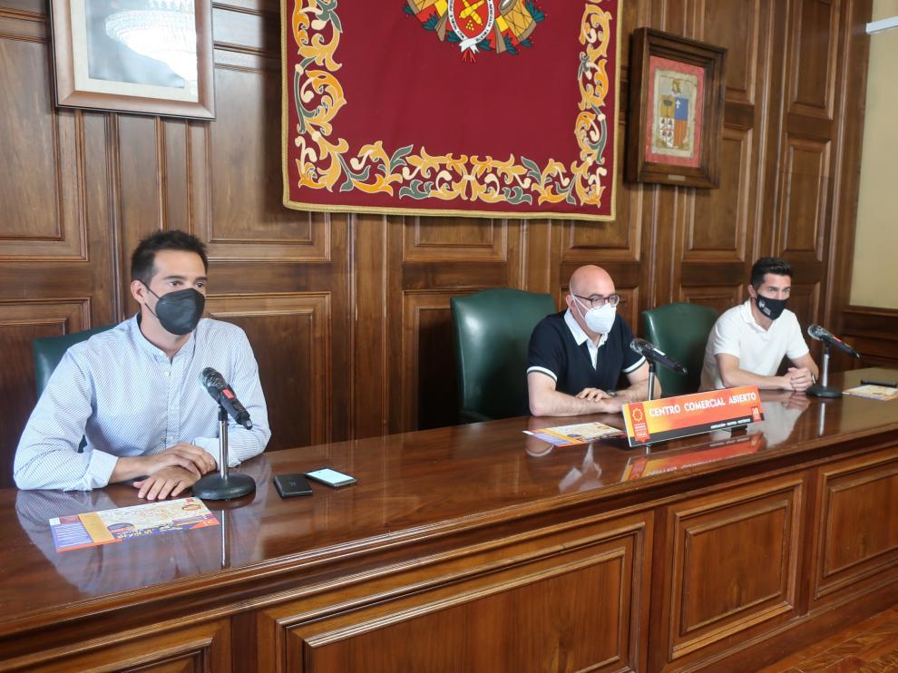 De izquierda a derecha, Ramón Fuerntes, Rodolfo Pangua y Carlos Méndez, en la presentación de 'La Noche en Blanco'.