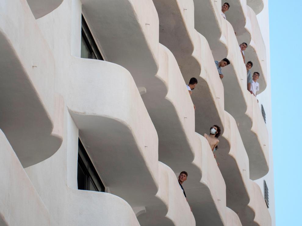 Los estudiantes peninsulares comparten el hotel puente con 33 extranjeros