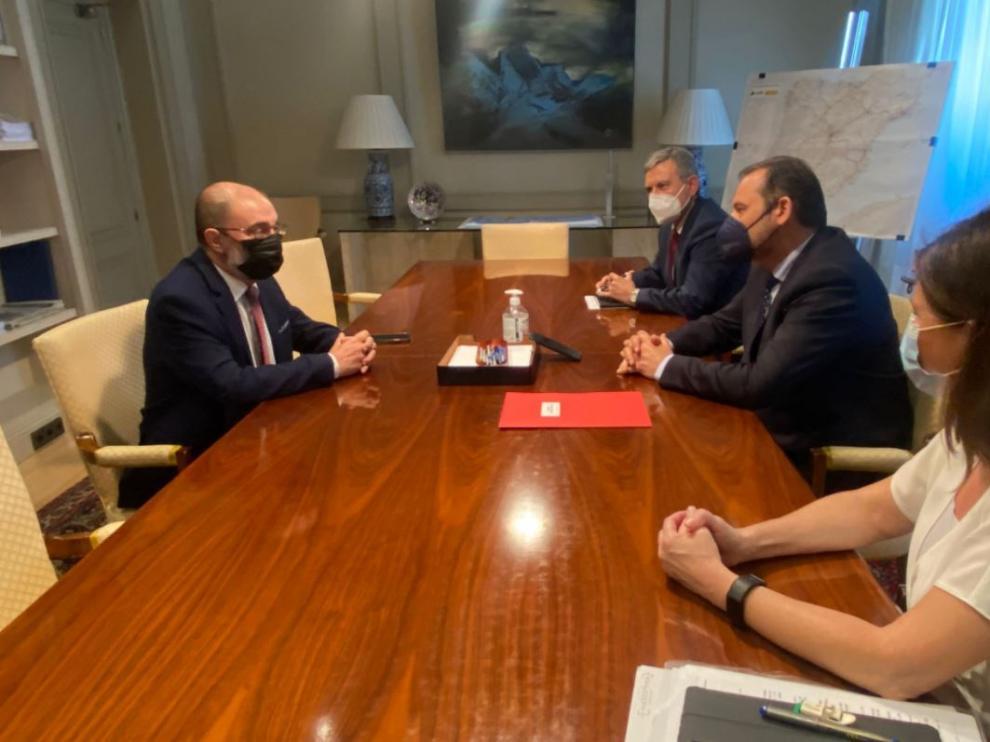 Reunión entre Fomento y el Gobierno de Aragón sobre el futuro de los servicios ferroviarios.