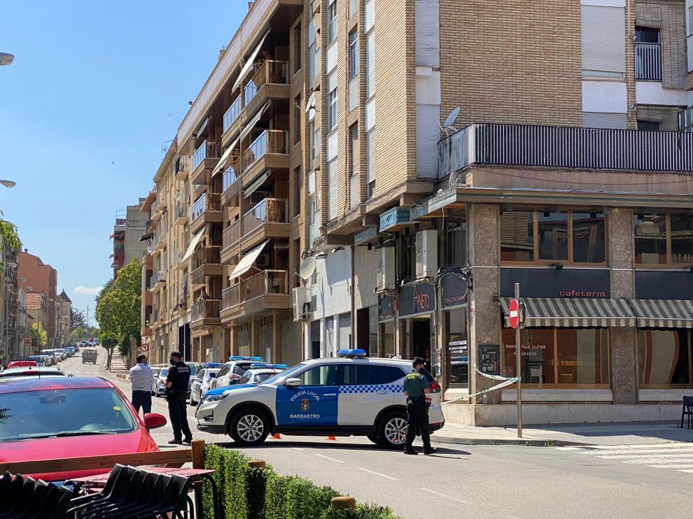 La calle permanece cortada por la Policía Local.