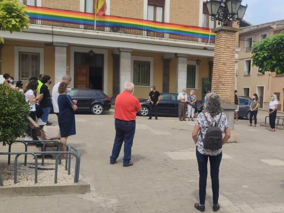 Minuto de silencio en Sariñena por la mujer asesinada en Barbastro.