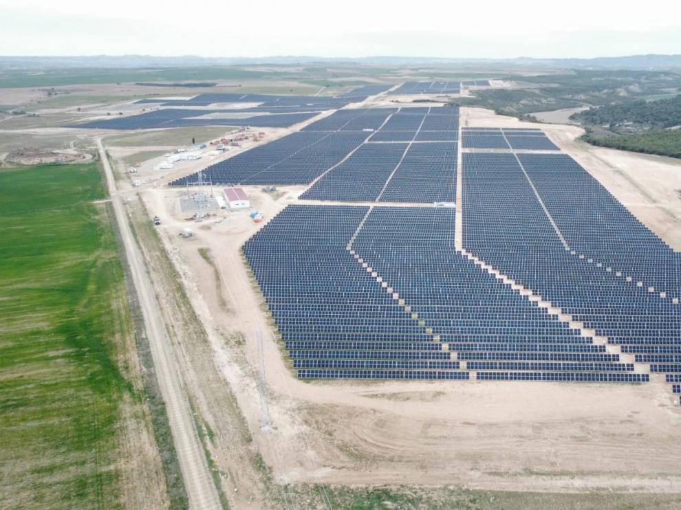 Planta solar de 50 megavatios que acaba de concluir Forestalia en San Mateo de Gállego.