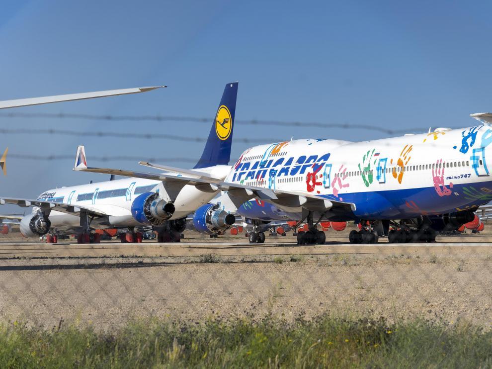 La campa de estacionamiento de aviones está prácticamente llena.