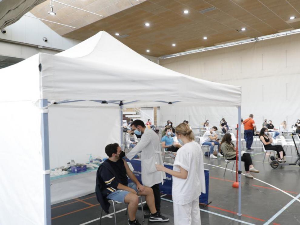 Vacunación a los universitarios en Zaragoza.