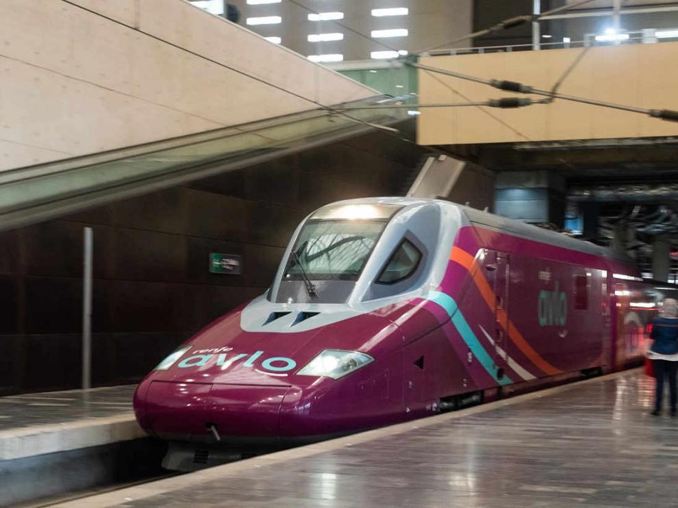 Primer viaje del tren AVLO desde la estación Delicias de Zaragoza.