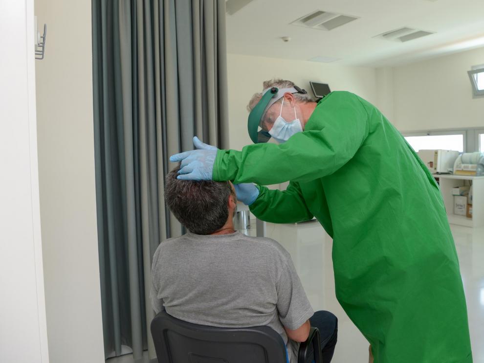 Prueba PCR en un centro de salud de Teruel