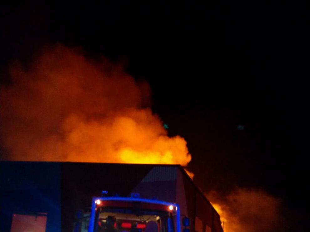 Incendio en unas naves de forrajes en Sobradiel
