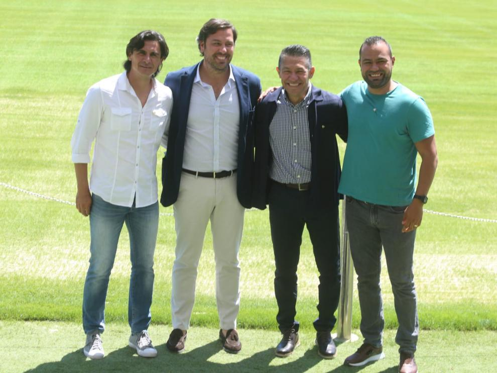 Nacho Ambriz, en el centro, junto al director deportivo Rubén García y con sus ayudantes Edgar Solano y Luis Martínez, en los flancos.