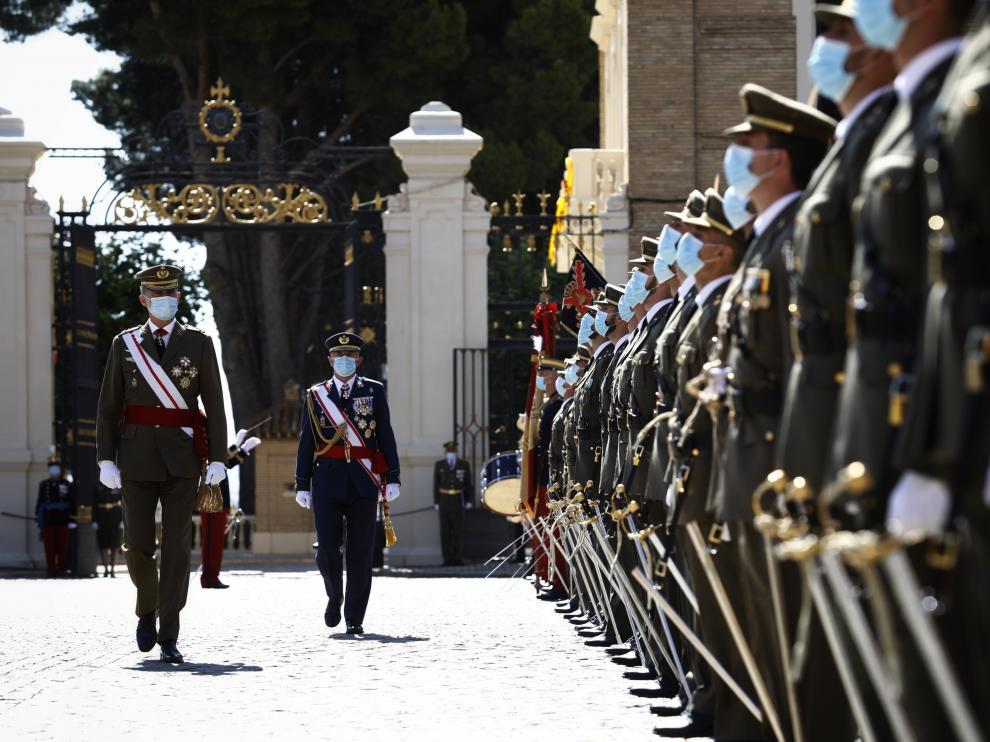 El Rey preside la entrega de despachos a los nuevos oficiales del Ejército y la Guardia Civil en la AGM