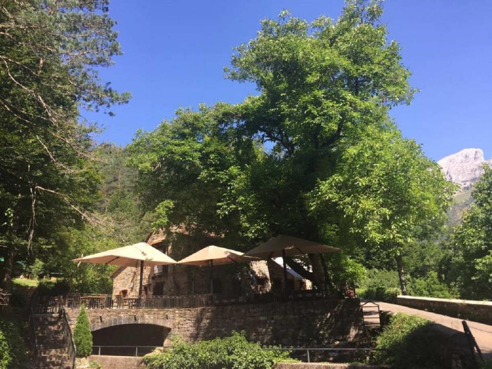 La Borda Chiquín en Ansó con espectaculares vistas y famosa por sus migas y carne a la brasa