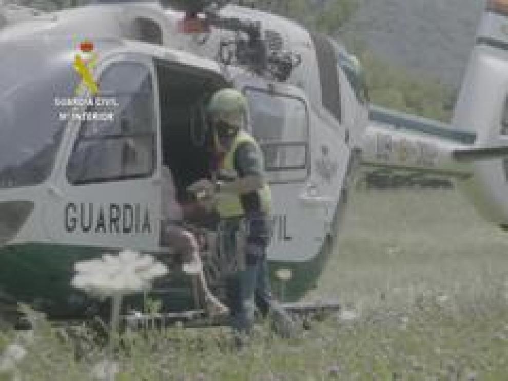 Los dos ocupantes de la aeronave, vecinos de Barcelona, han sido evacuados en helicóptero al hospital Miguel Servet de Zaragoza y al Vall d'Hebron de la capital catalana.