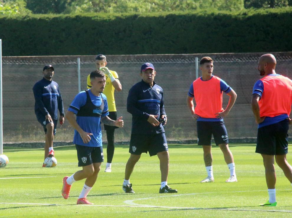 Ambriz, durante un entrenamiento de la SD Huesca.