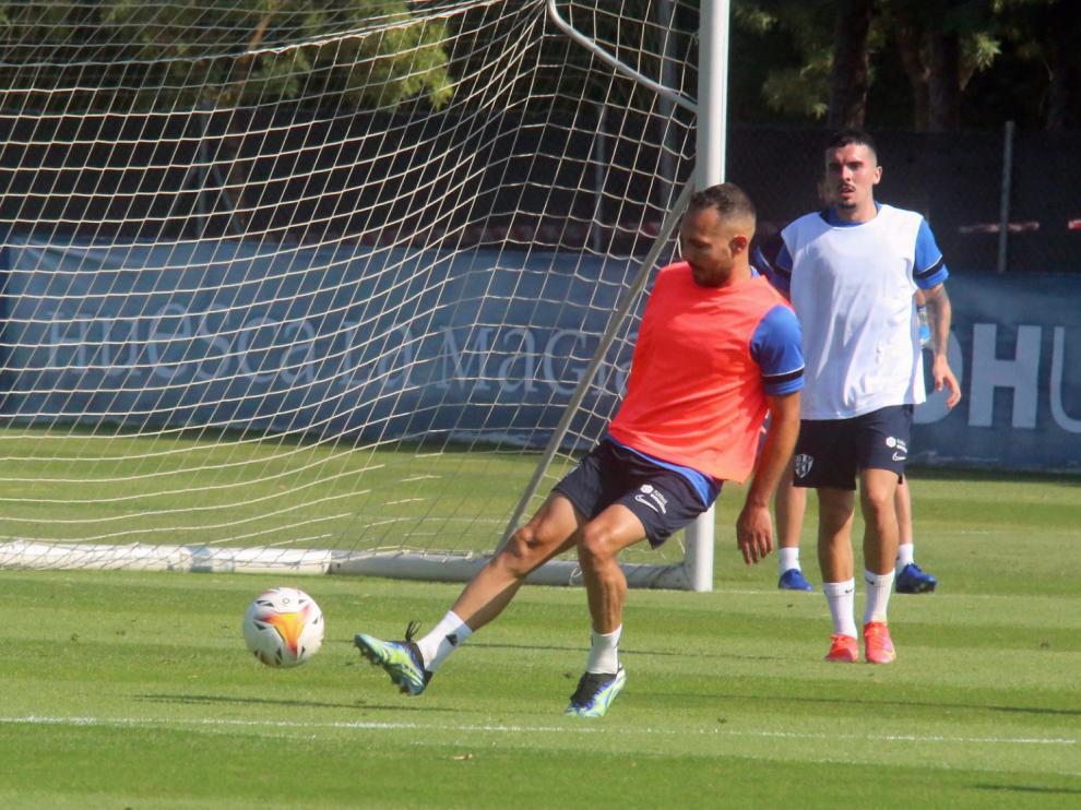 David Ferreiro, durante el entrenamiento matinal de este sábado de la SD Huesca.