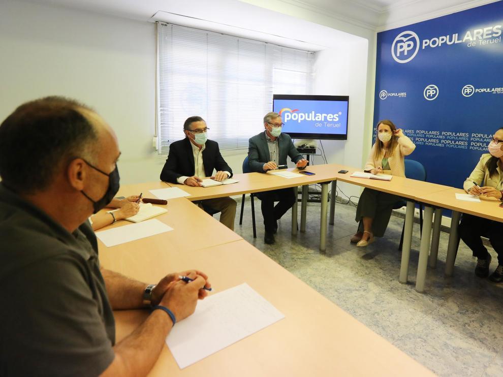 Beamonte, reunido con el grupo popular provincial de la Diputación.