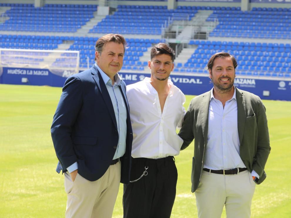 Cristian Salvador, entre Manolo Torres y Rubén García.