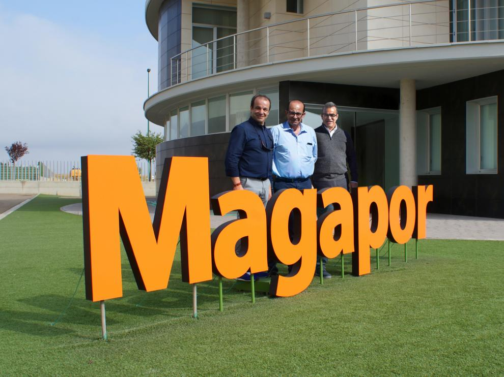 De izquierda a derecha, Luis, Juan José y Jesús, los hermanos Mena, fundadores de Magapor.