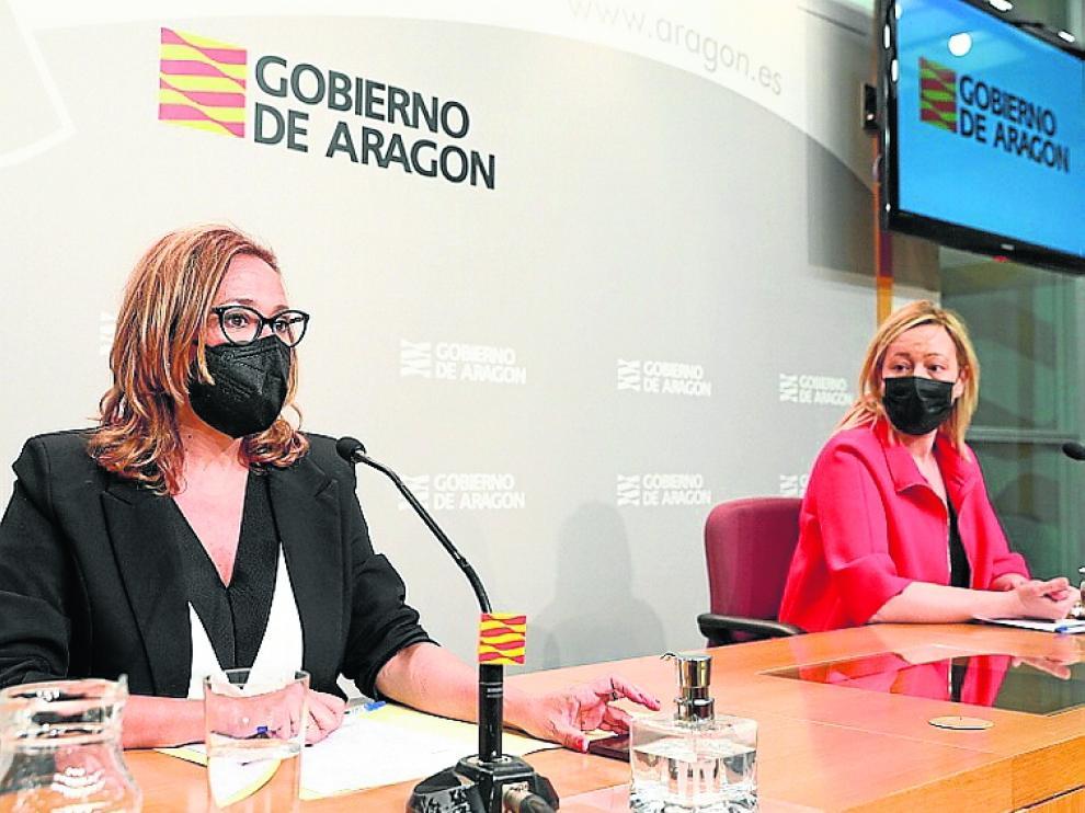Las consejeras Pérez y Gastón, tras el Consejo de Gobierno.