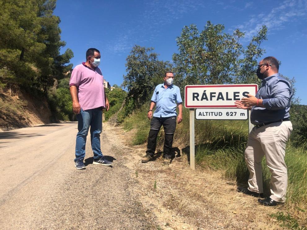 Izquierdo con el alcalde de Ráfales, José Ramón Arrufat, y el teniente de alcalde Miguel Romer.