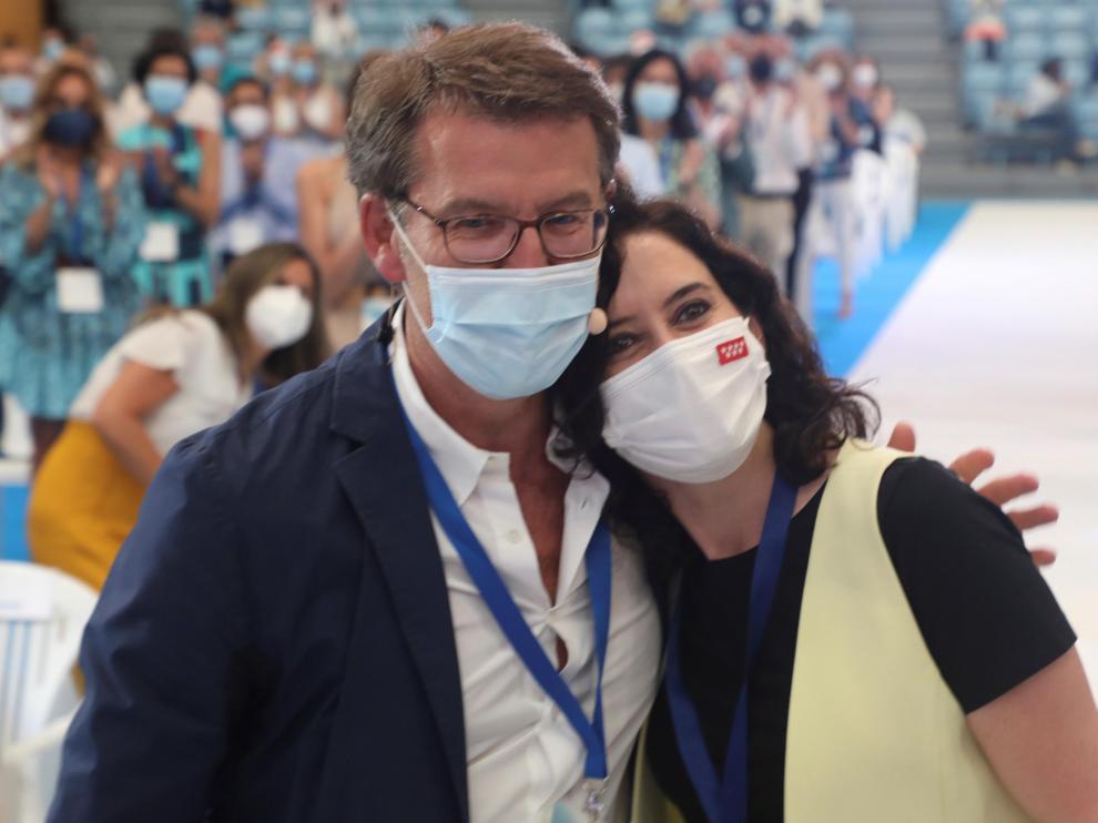Alberto Núñez Feijóo e Isabel Díaz Ayuso, este viernes en Santiago durante el 17º Congreso del PPdeG