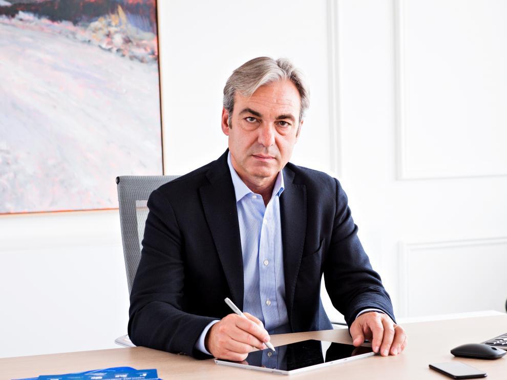 Alfonso Sesé, presidente de la AEFA, en su despacho.