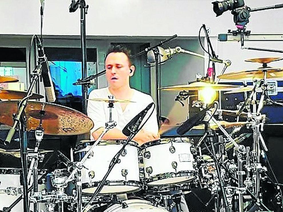 El baterista francés Damien Schmitt.