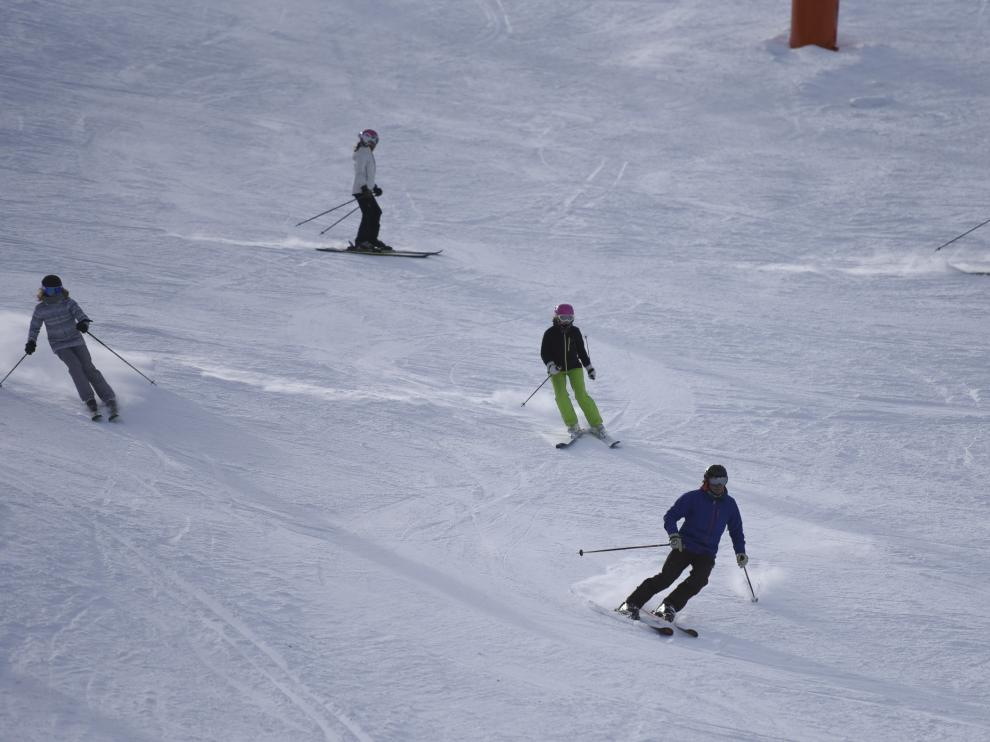 Esquiadores en la estación de Cerler.
