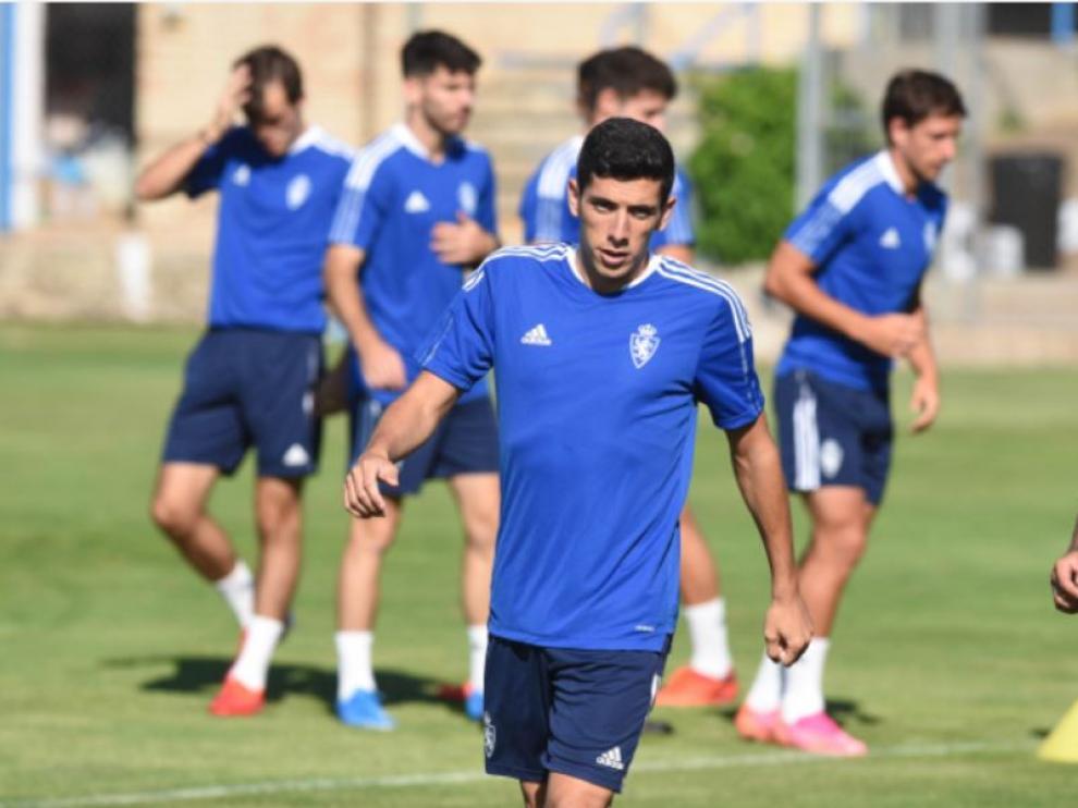 Gámez, con la ropa de entrenamiento del Real Zaragoza, este viernes en su primer día de trabajo como zaragocista en la Ciudad Deportiva.