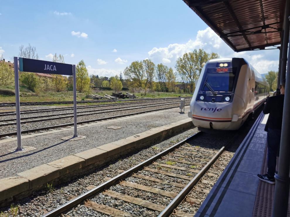 Tren entre Jaca y Huesca