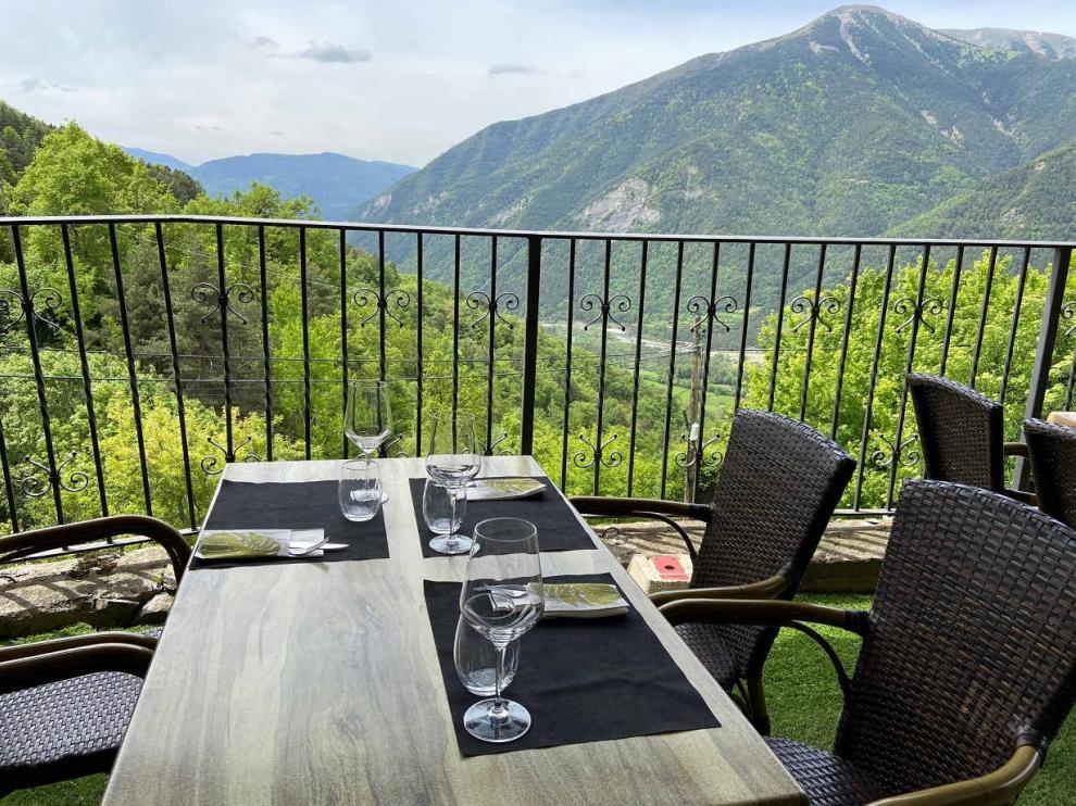Vistas desde el Restaurante El Balcón del Pirineo en Buesa.