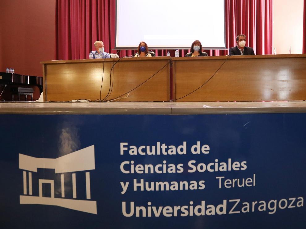 Clausura del acto en la Facultad de Ciencias Sociales y Humanas de Teruel.