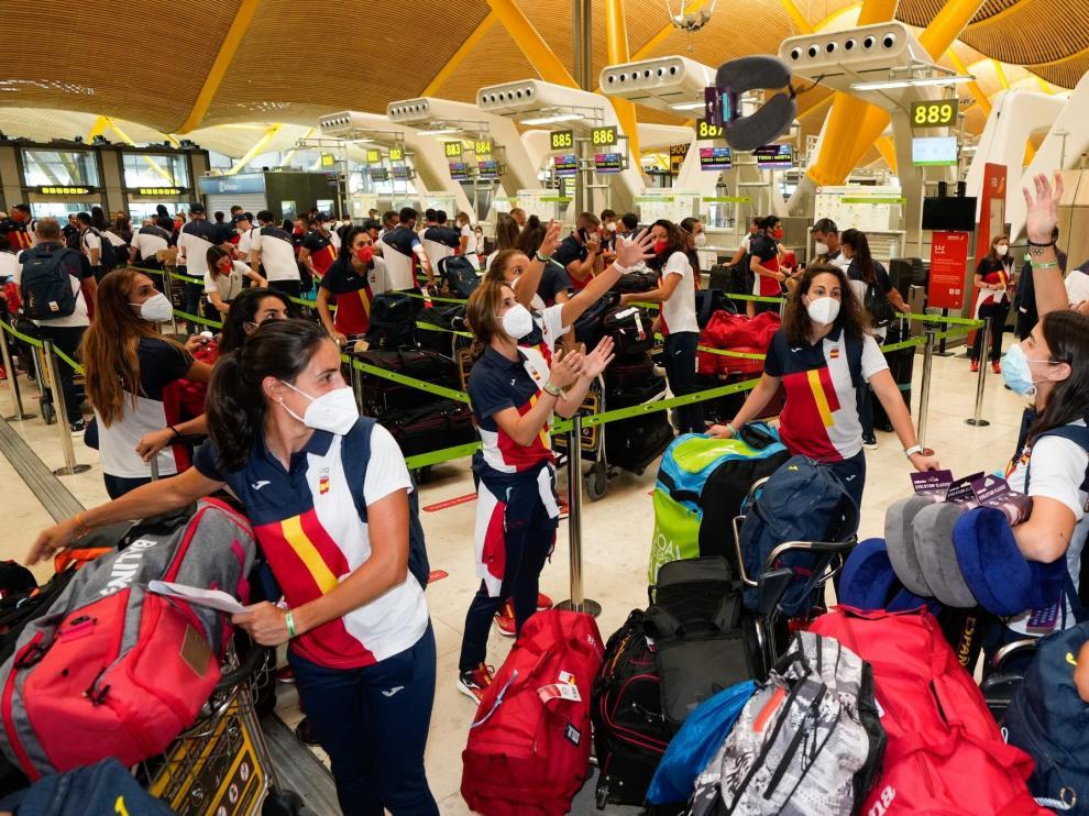 El equipo olímpico español este sábado en el aeropuerto de Barajas