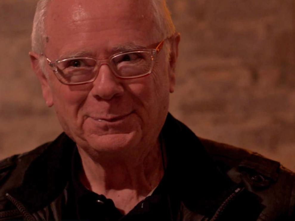 Ferrer Lerín en una foto insólita: el autor de 'Níquel' sonríe.
