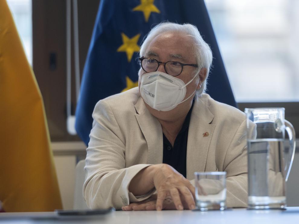 El ministro de Universidades, Manuel Castells, durante una entrevista.