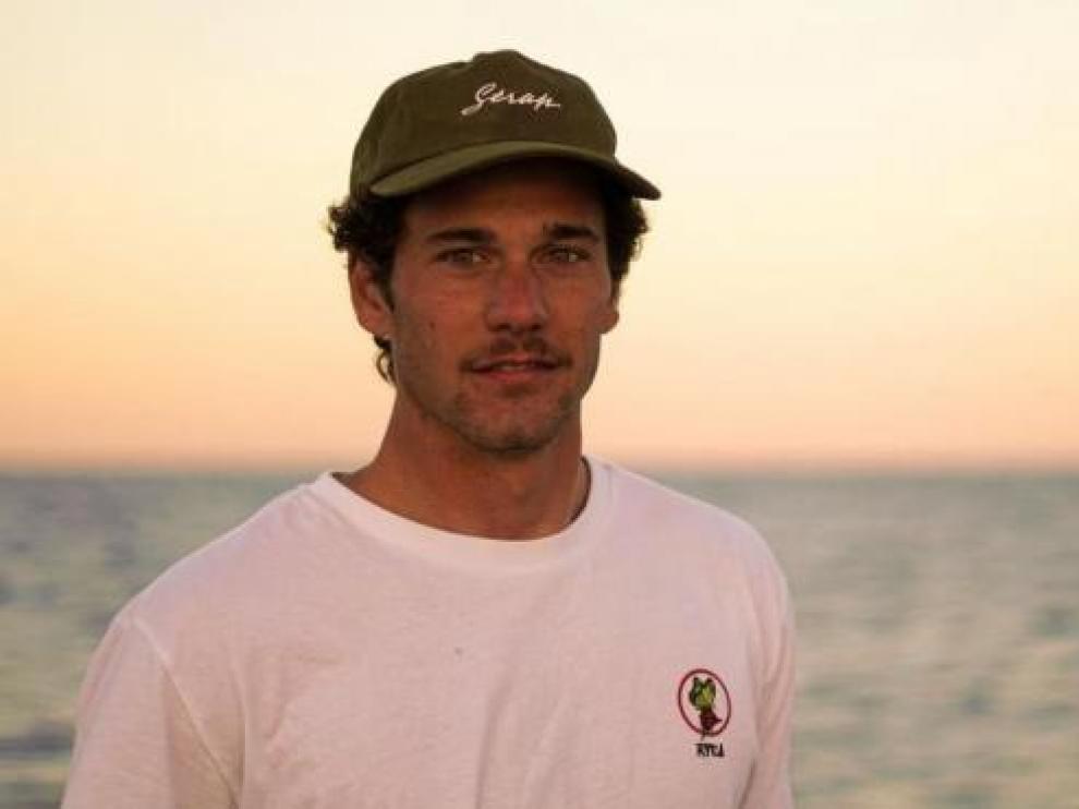El surfista Oscar Serra.