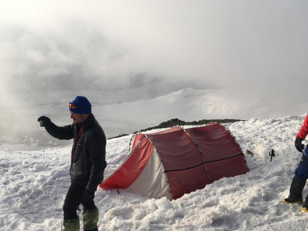 El montañero aragonés Carlos Pauner ha dormido en un pico a 5.100 para aclimatarse antes del ascenso.