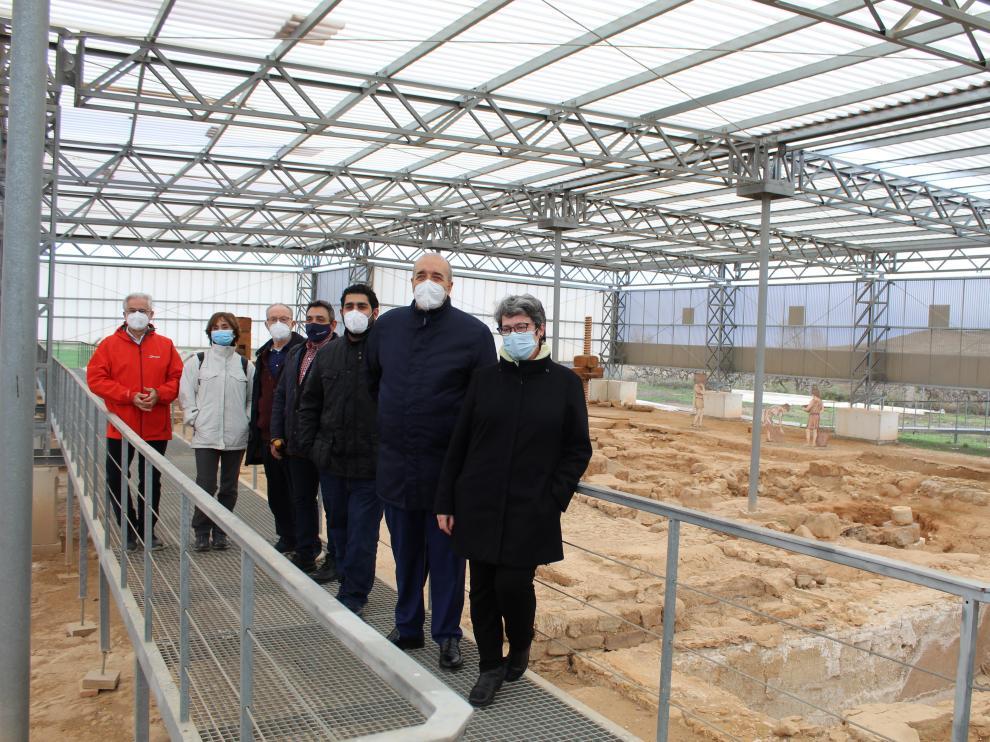 Responsables institucionales y arqueólogos, en el yacimiento romano durante el pasado mes de febrero.