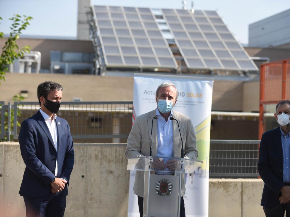 El alcalde de Zaragoza, Jorge Azcón, durante la presentación de los avances del barrio solar del Actur, en el pabellón Siglo XXI.
