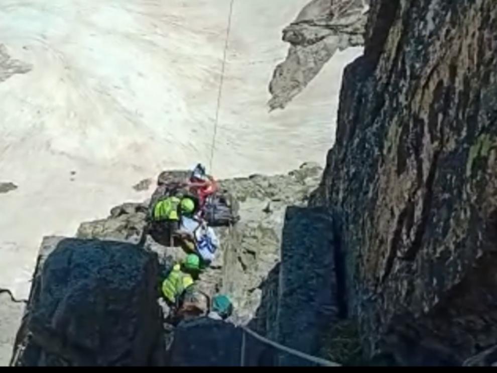 Imagen del vídeo facilitado por la Guardia Civil sobre el rescate del cuerpo.