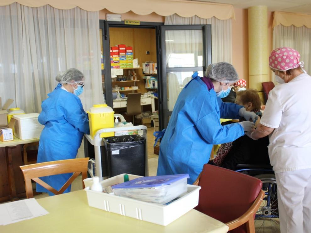 Imagen de archivo de la campaña de vacunación en la residencia de Grañén.