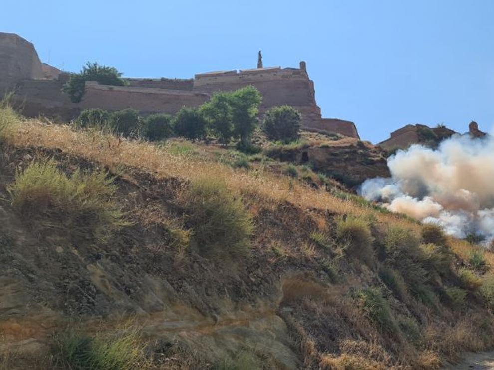 Incendio junto al castillo de Monzón