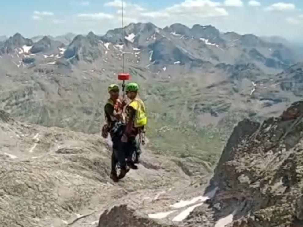 Labores de rescate de los escaladores en el pico Balaitus.