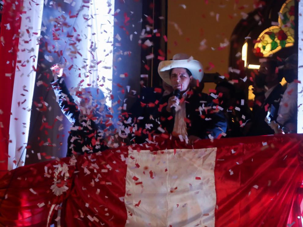 Pedro Castillo se dirige a sus seguidores tras ser reconocido como presidente de Perú.