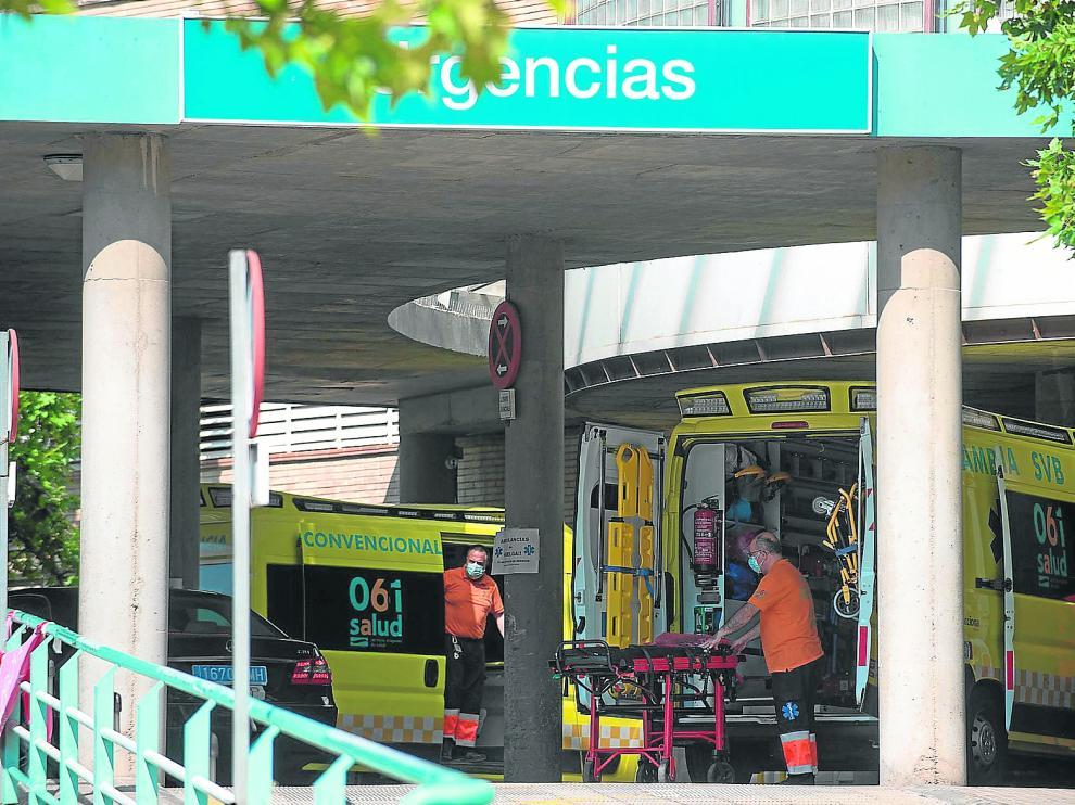 Exterior de las Urgencias del hospital Clínico de Zaragoza este martes