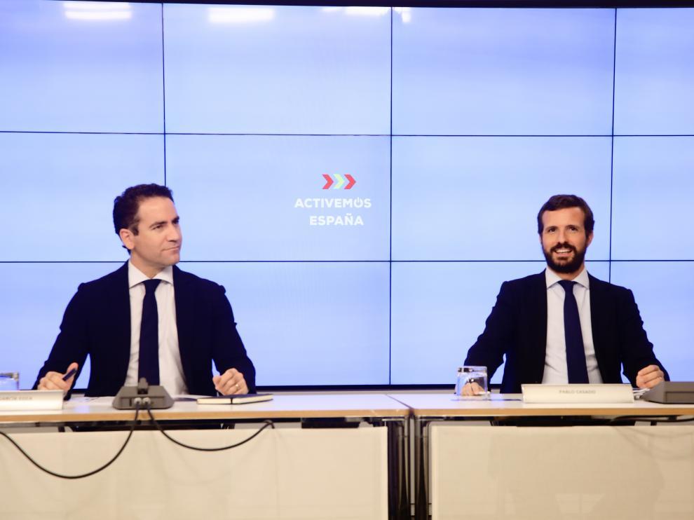 El secretario general del PP, Teodoro García Egea, y el presidente del Partido Popular, Pablo Casado, durante la reunión de la Junta Directiva Nacional del Partido Popular, a 20 de agosto de 2020.