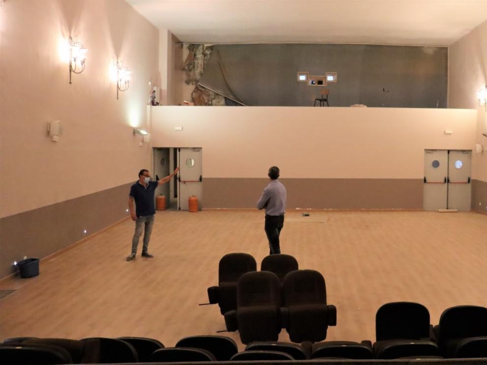 Interior de la sala del cine municipal de Paniza, a punto de acabar su reforma.