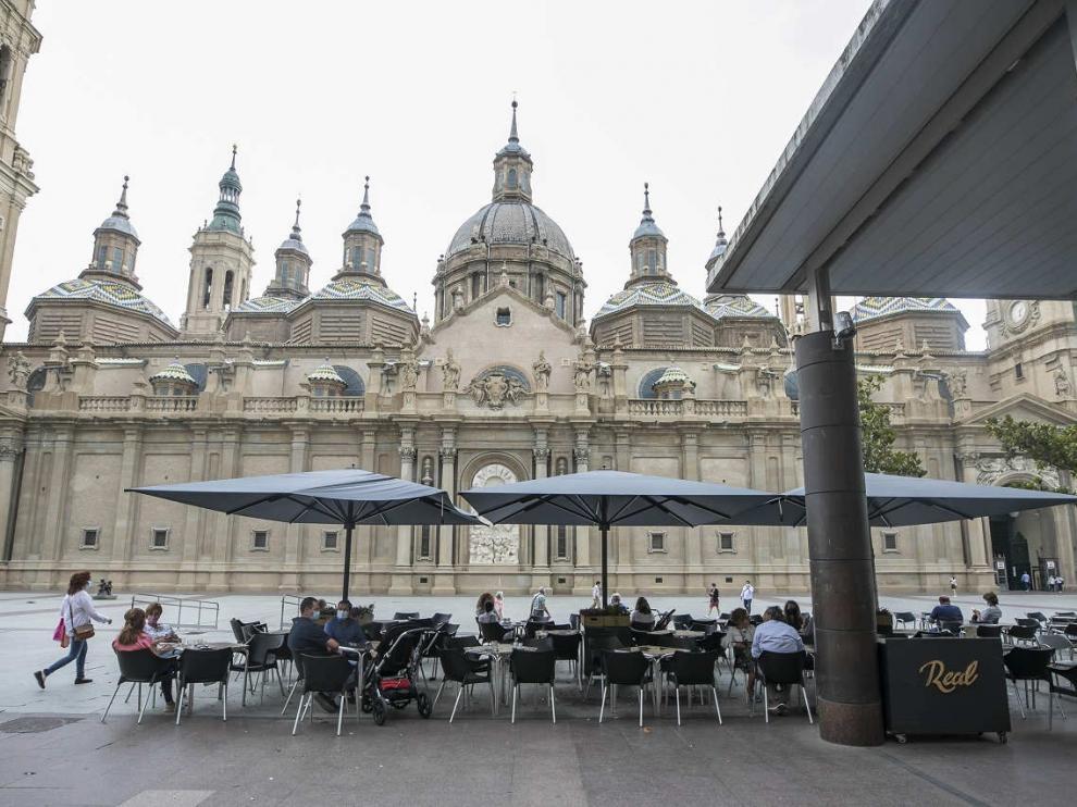 Terraza en la plaza del Pilar de Zaragoza.