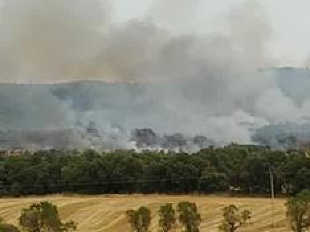 Quemó 255 hectáreas y cuatro vecinos fueron desalojados de un caserío por precaución.