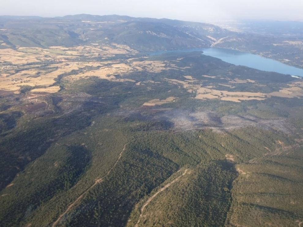 Imagen aérea de la superficie quemada en Graus.